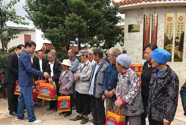 中秋邻里一家亲,老浦家为浦山村70岁以上老人送上中秋祝福