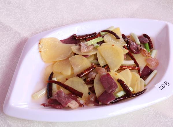 宣威火腿炒土豆片