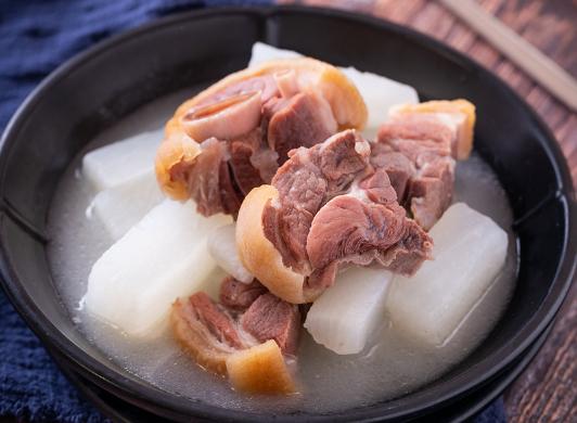 宣威火腿萝卜汤