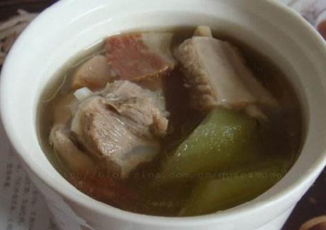 莴笋火腿排骨汤