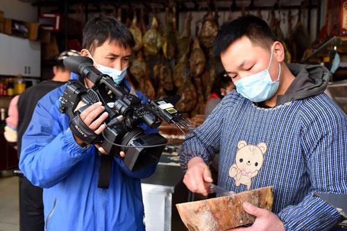央视《冬天的味道》直播宣威亚搏视频下载 寻觅温暖家乡的味道